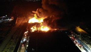 Denizli'deki fabrika yangına kontrol altına alınmaya çalışılıyor