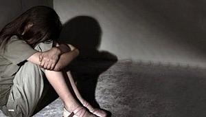 Evinde cinsel saldırıya uğrayan 17 yaşındaki genç kızı, kapıyı kıran mahalleli kurtardı