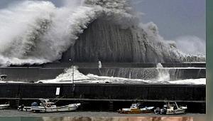 Fırtına hayatı felç etti... 600 bin kişi tahliye edilecek