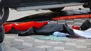 Kahreden kaza! Anne ile kızının üzerine araç devrildi! Ölü ve çok sayıda yaralı var