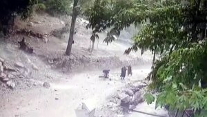 Kopan kaya parçalarının altında kalan çocuk, feci şekilde öldü