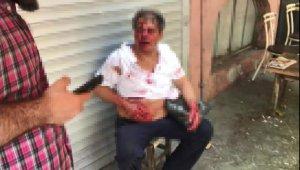 Küçük çocuğu taciz eden adamı, gözü dönmüş kalabalık dövüp bıçakladı