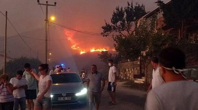 Marmara Adası'nda yangın büyüyerek devam ediyor! Yerleşim alanlarına ulaşması nedeniyle vatandaşlar tahliye ediliyor