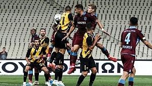 Trabzonspor, AEK'ya mağlup oldu! Kıl payı gruplara kaldı
