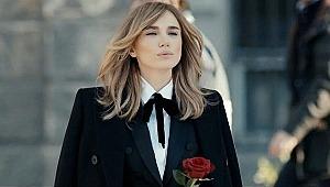 Ünlü şarkıcı Gülşen, transparan sahne kıyafetini sosyal medya hesabından paylaştığı