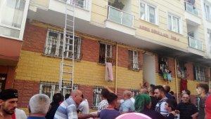Apartman yangını, çok sayıda kişi mahsur kaldı