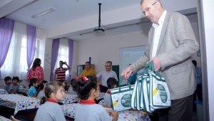 Başkan Özkan'dan öğrencilere hediye - Bursa Haberleri