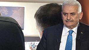 Binali Yıldırım, Davutoğlu'nun istifa açıklamasını izlerken görüntülendi