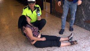 Çantası çalınan kadın yol ortasına yattı sonra bayıldı - Bursa Haberleri