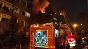 İstanbul'da çatı yangını korkuttu