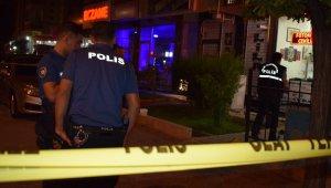 Kafede oturan şahıslara silahlı saldırı: 3 yaralı
