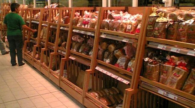Marketten aldığı ekmeğin içinden çıkan şey mide bulandırdı