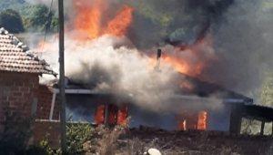 Mustafakemalpaşa'da çıkan yangında ev küle döndü - Bursa Haberleri