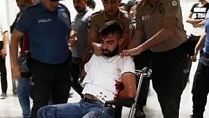 Önce polise yumruk attı, sonra kendini kesti