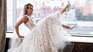 Putin'in manevi kızı Ksenia Sobchak, kendi düğününde striptiz yaptı