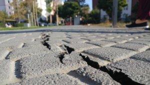 Silivri'de deprem öncesi olan çatlaklar deprem sonrası daha da büyüdü