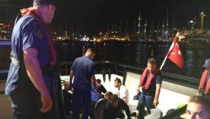 Teknesi batan düzensiz göçmenlerin imdadına Türk askeri yetişti