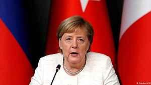 Almanya Başbakanı Merkel'den Türkiye'ye küstah çağrı!