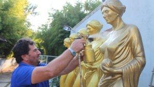 Altın Portakal'ın heykelleri özüne döndü