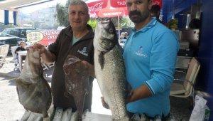 Balıkçıların ağlarına 10 kiloluk levrek takıldı - Bursa Haberleri