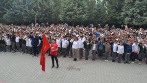 Bin 380 öğrenci aynı anda asker selamı verdi - Bursa Haberleri