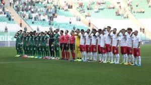Bursaspor ve Ümraniyesporlu oyunculardan asker selamı - Bursa Haberleri