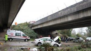 Düzce'de otomobil 30 metrelik viyadükten uçtu: 2 ölü, 2 yaralı