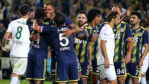 Emre Belözoğlu, gol sevincinde Moses'a tekme attı