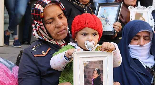 Engellere rağmen ailelerin HDP il binası önündeki eylemleri 46'ncı gününde