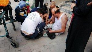 Ev arkadaşının bıçakladığı yabancı uyruklu adama, vatandaşlar böyle yardım etti