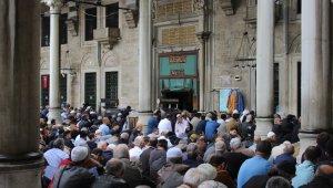 Eyüp Cami'nde binlerce kişi Mehmetçik için dua etti