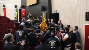 MKE Ankaragücü Olağanüstü Genel Kurulu'nda arbede