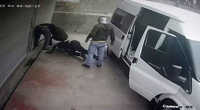 Parkta spor yapan kadınlar hırsızları bağırarak engelledi
