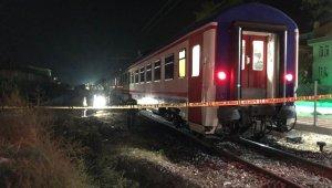 Raylara düşen kadın trenin altında kalarak hayatını kaybetti