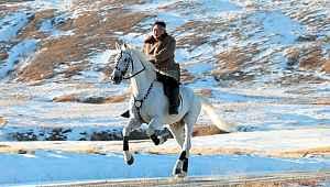 Tüm dünya Barış Pınarı'na kilitlenmişken, O beyaz atıyla poz verdi