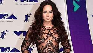 Yıldız şarkıcının internete çıplak fotoğrafları sızdırıldı