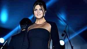 49 yaşındaki Sibel Can'dan bornozlu poz