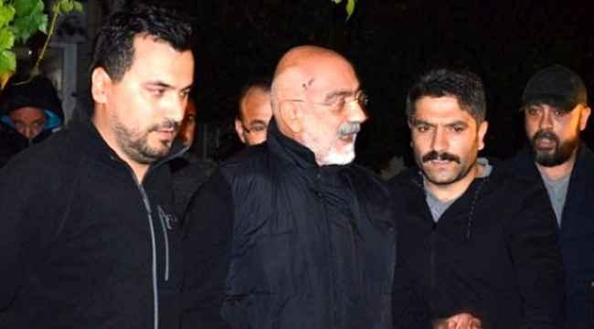 Ahmet Altan'dan, kendisi gözaltına almaya gelen polislere garip serzeniş: