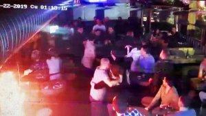 Alkollü müşteri barda dehşet saçtı, 2 garson bıçaklandı
