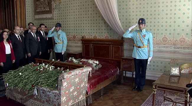 Atatürk, 81'inci ölüm yıl dönümünde Dolmabahçe Sarayı'nda anıldı