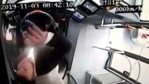 Beşiktaş'taki otobüs dehşetinde şoförün kamerayı bozduğu anlar
