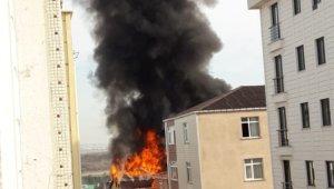 Binanın çatısının alev alev yandığı anlar kamerada