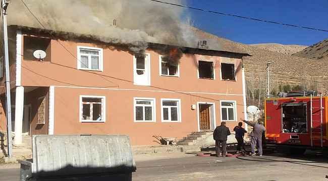 Bir evde çıkan yangında 3 kişi hayatını kaybetti
