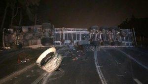 Bursa'da feci kaza...Devrilen çekici İzmir yolunu kapattı - Bursa Haberleri
