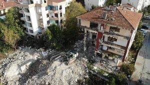 Büyükçekmece'de riskli bina yıkıldı