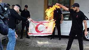 Dışişleri Bakanlığı'ndan, Kıbrıs Rum kesiminde KKTC bayrağının yakılmasına sert tepki