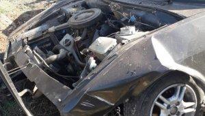 Diyarbakır'da otomobil şarampole yuvarlandı