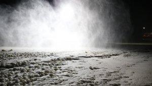 Erciyes'te yeni sezon için suni kar üretimi başladı