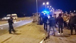 Feci kaza: Fabrika işçilerini taşıyan minibüs kaza yaptı: 4'ü ağır 8 yaralı