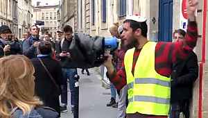 Fransa'da üniversiteli genç kendini yaktı,